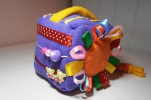 Развивающая игрушка «Кубик»