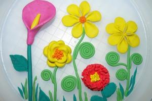 Лепка из пластилина с детьми: цветы