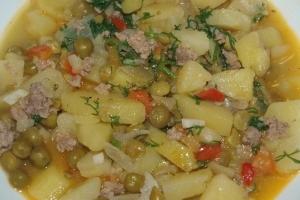 Картофельное рагу с фаршем и томатной пастой