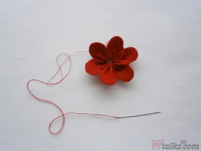 Резиночка для волос «Яркий цветок» шаг 6