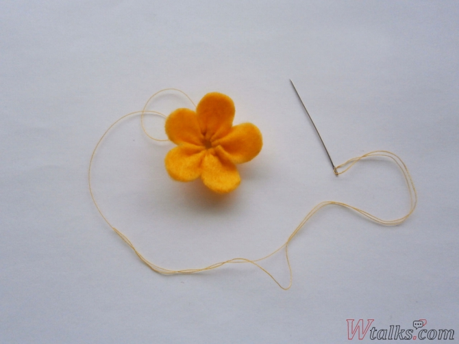 Резиночка для волос «Яркий цветок» шаг 8