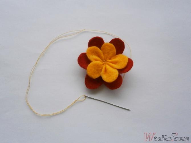 Резиночка для волос «Яркий цветок» шаг 9