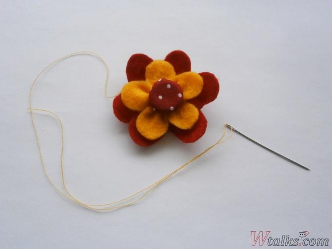 Резиночка для волос «Яркий цветок» шаг 10