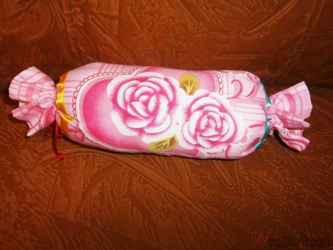 Как сшить подушку конфету своими 63