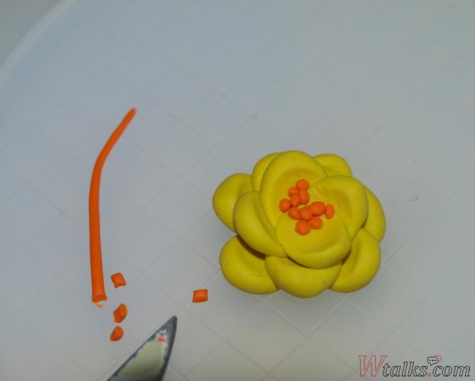Лепка из пластилина с детьми: цветы шаг 3