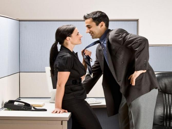 Секс в офисах на работе, порно мужчины вылизывают сперму из пизды