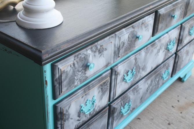 Отреставрировать деревянный шкаф