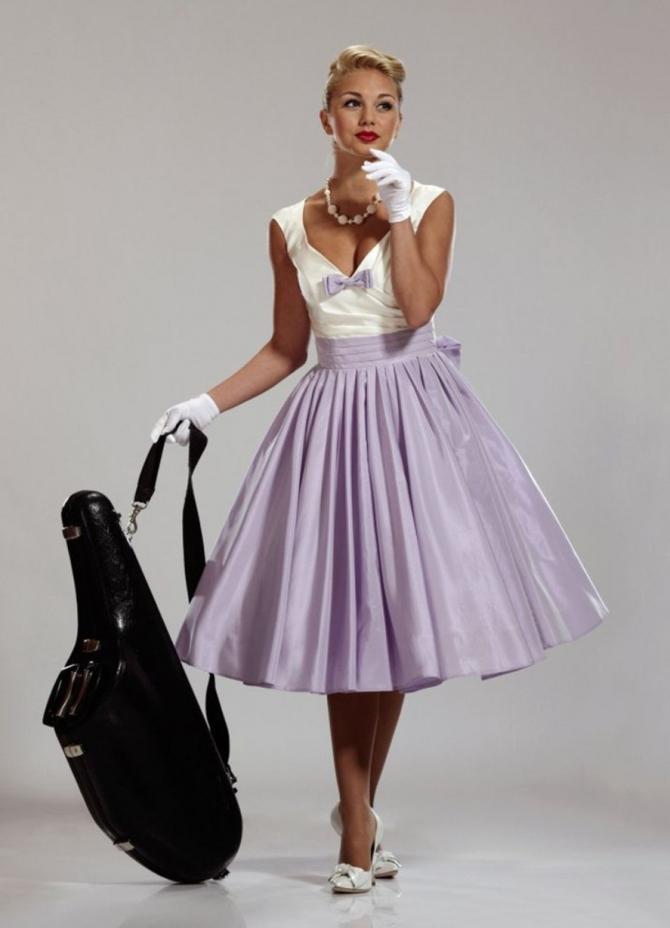 С чем носить юбку в стиле 60-х