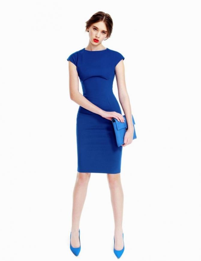 Какую обувь носить с синем платьем